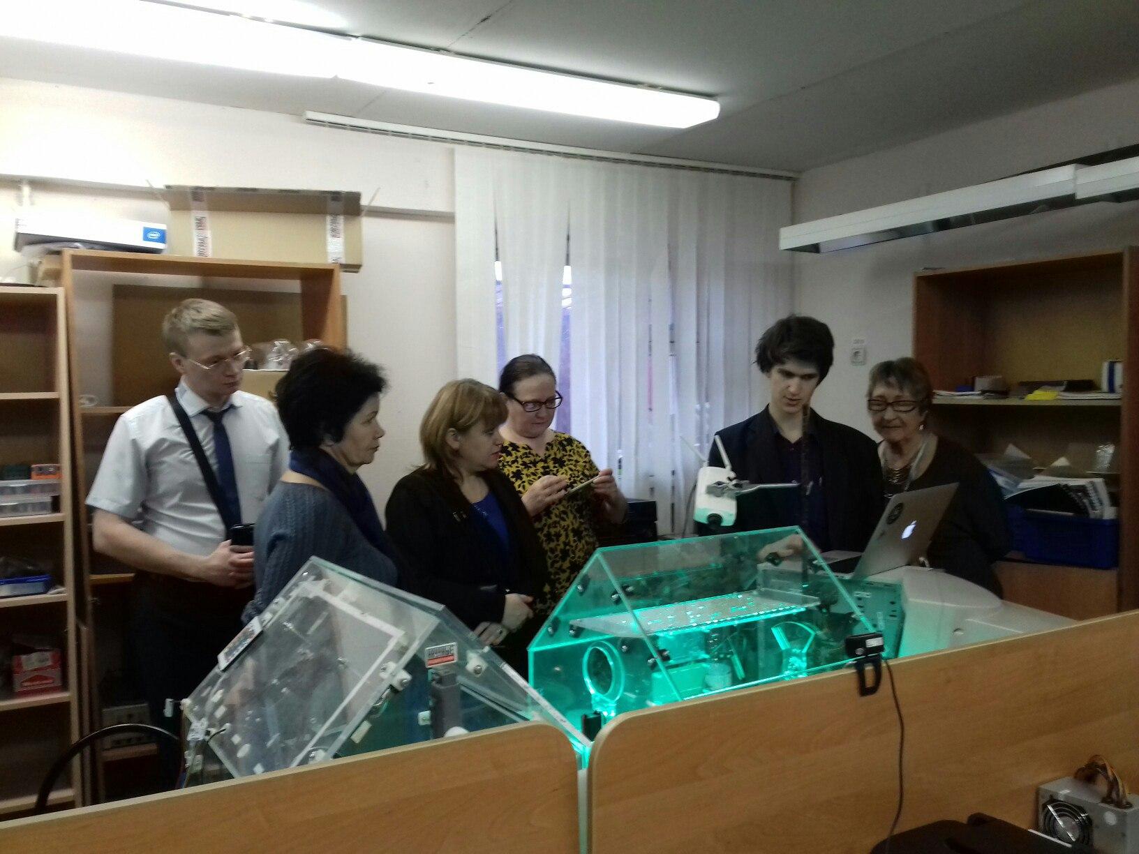 Делегация МОК 1 в лаборатории робототехники