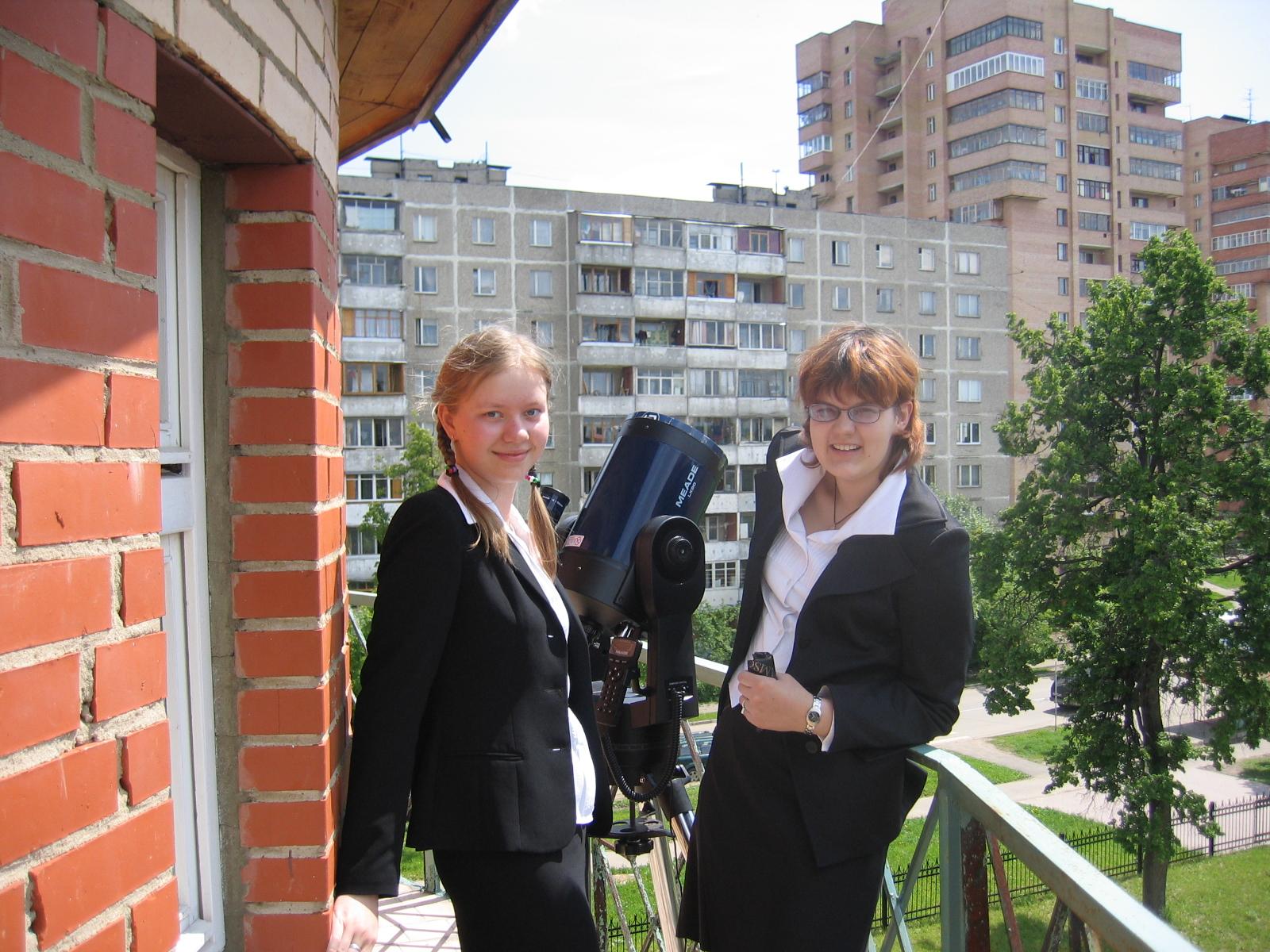 Юля Старостина и Аня Карсонова, июнь 2004, прохождение Венеры по диску Солнца