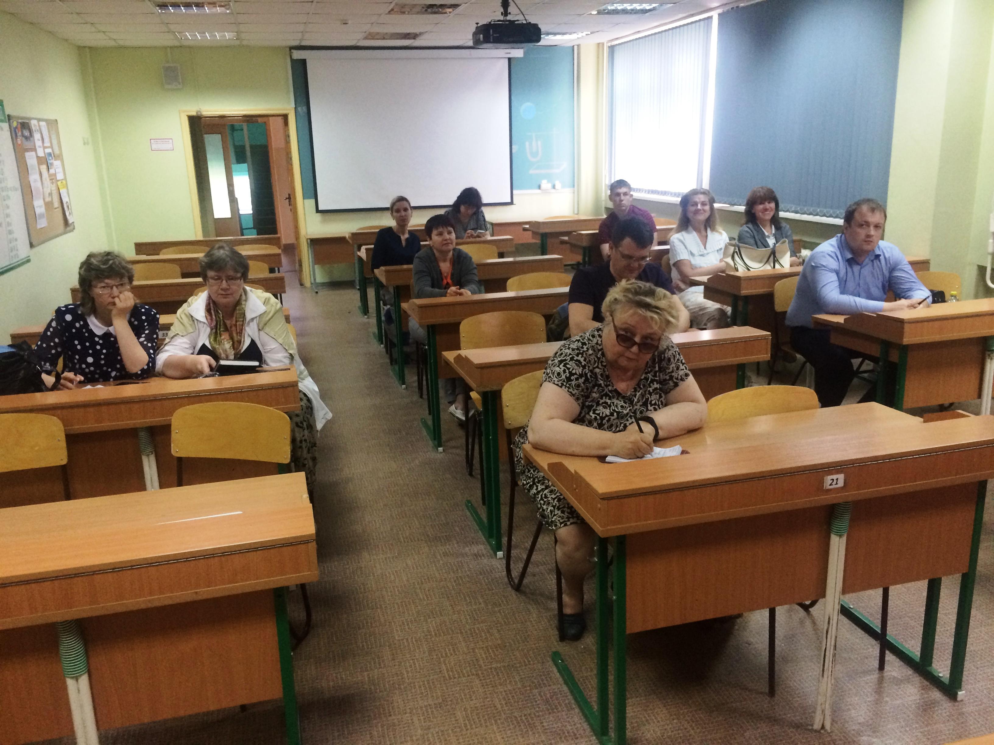 Лекция в кабинете физики.