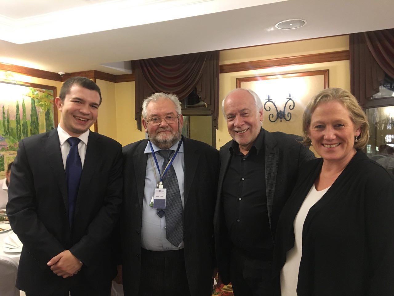 Кирилл Заведенский, Игорь Царьков, Энтони Маккей (со-основатель GELP) и Соня Шарп на саммите GELP