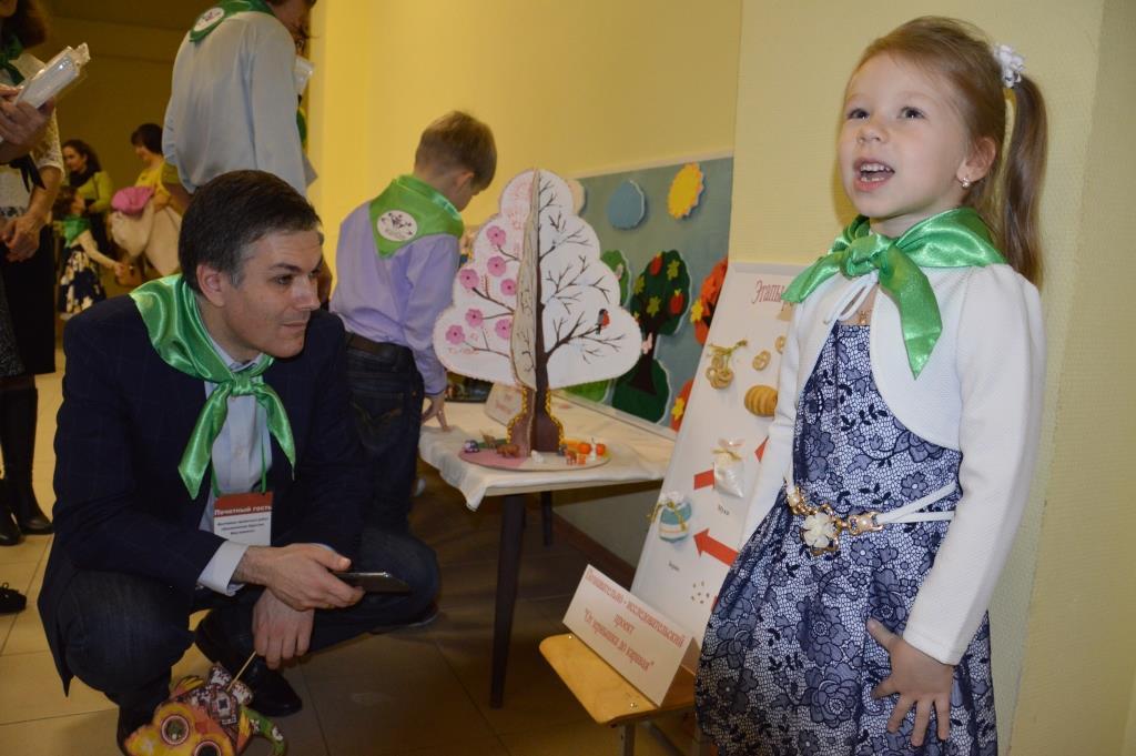 Павел Давидович Рабинович слушает защиту проекта