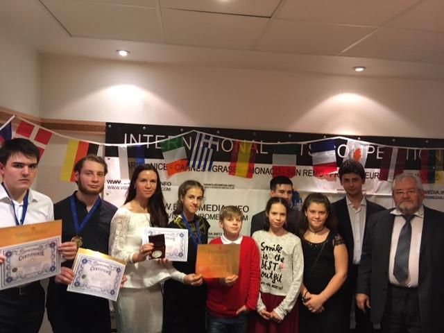 Совместное фото с победителями фестиваля и группой поддержки