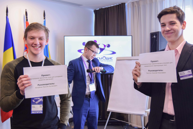 Кирилл Заведенский объявляет начало стендовой защиты