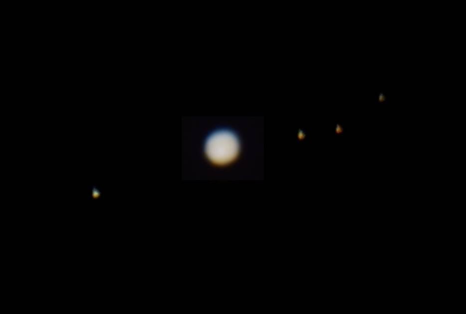 Юпитер со спутниками, вид из школьной обсерватории, к сожалению сбиты настройки телескопа