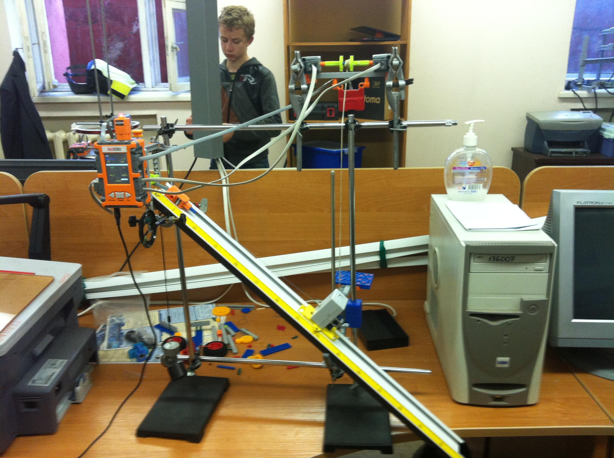 Федору Тропину достался самый сложный робот