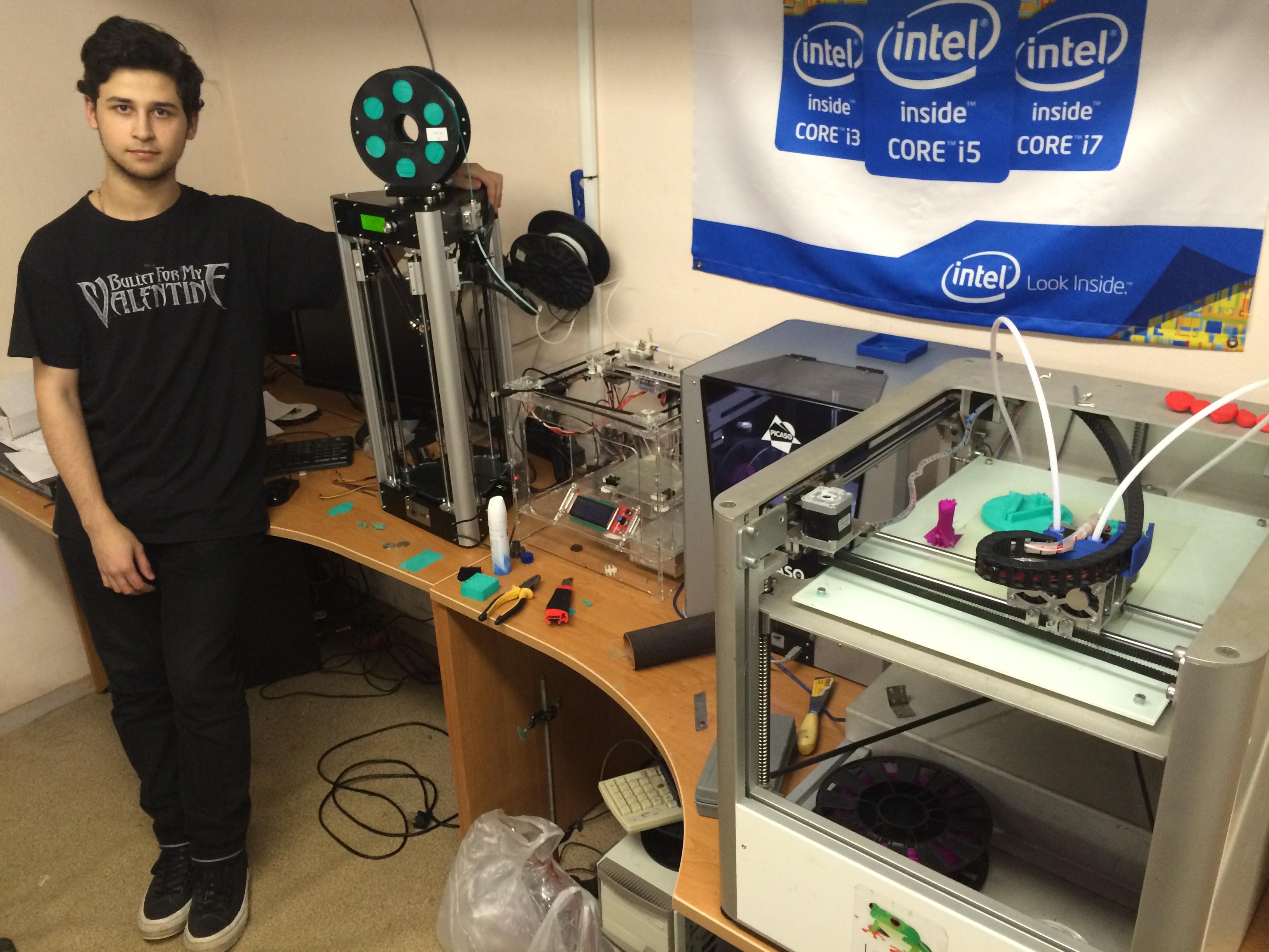 Никита Самойлов и 4 школьных 3D принтера