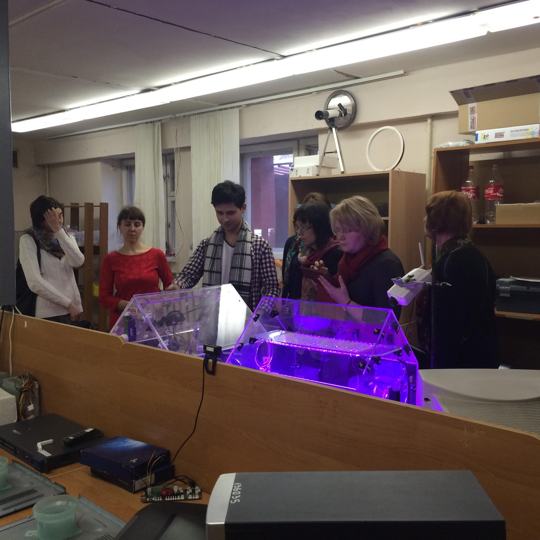 Гости знакомятся с теплицей-роботом Greenhouse