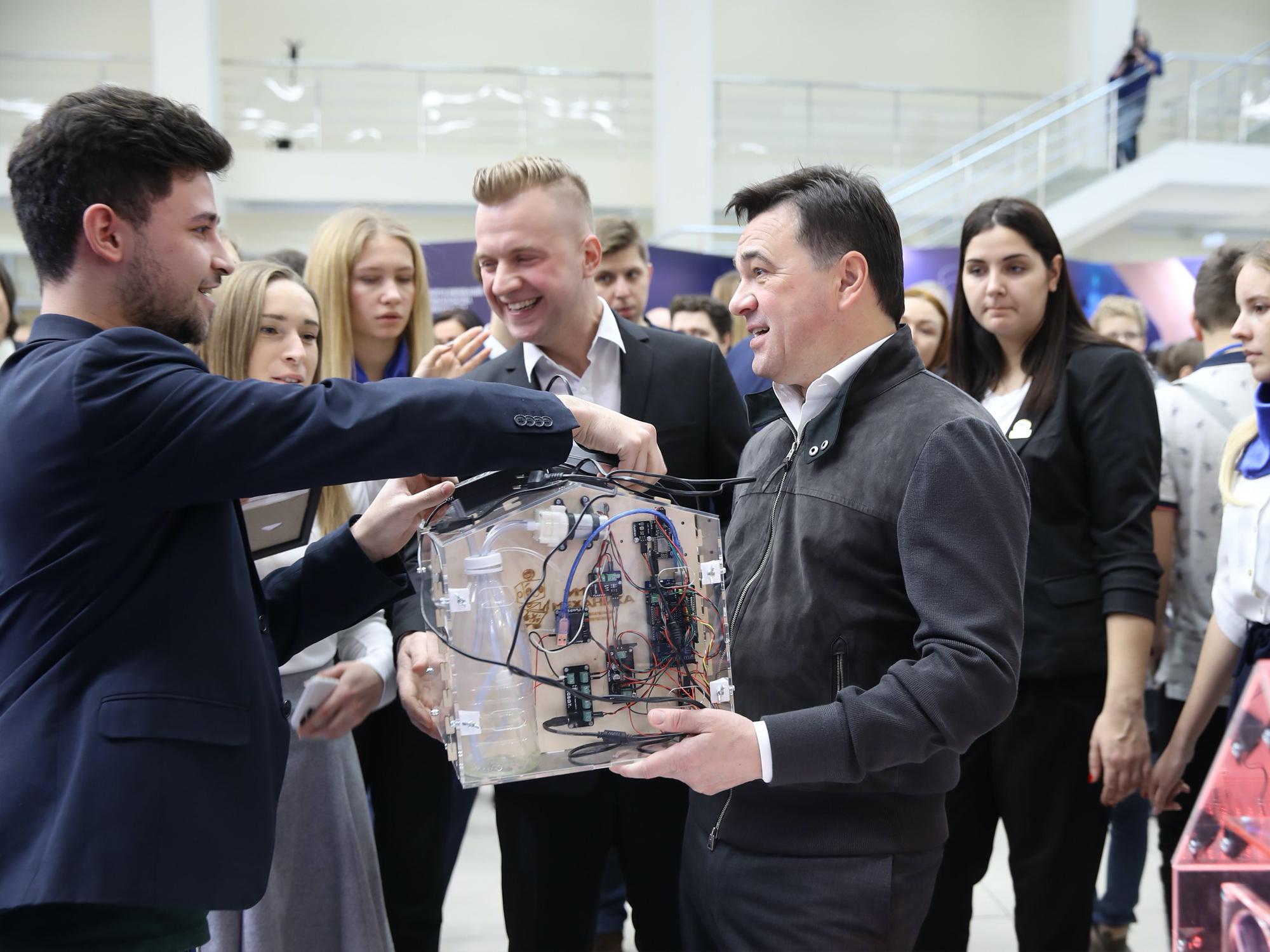 Андрей Юрьевич Воробьев принимает умную теплицу