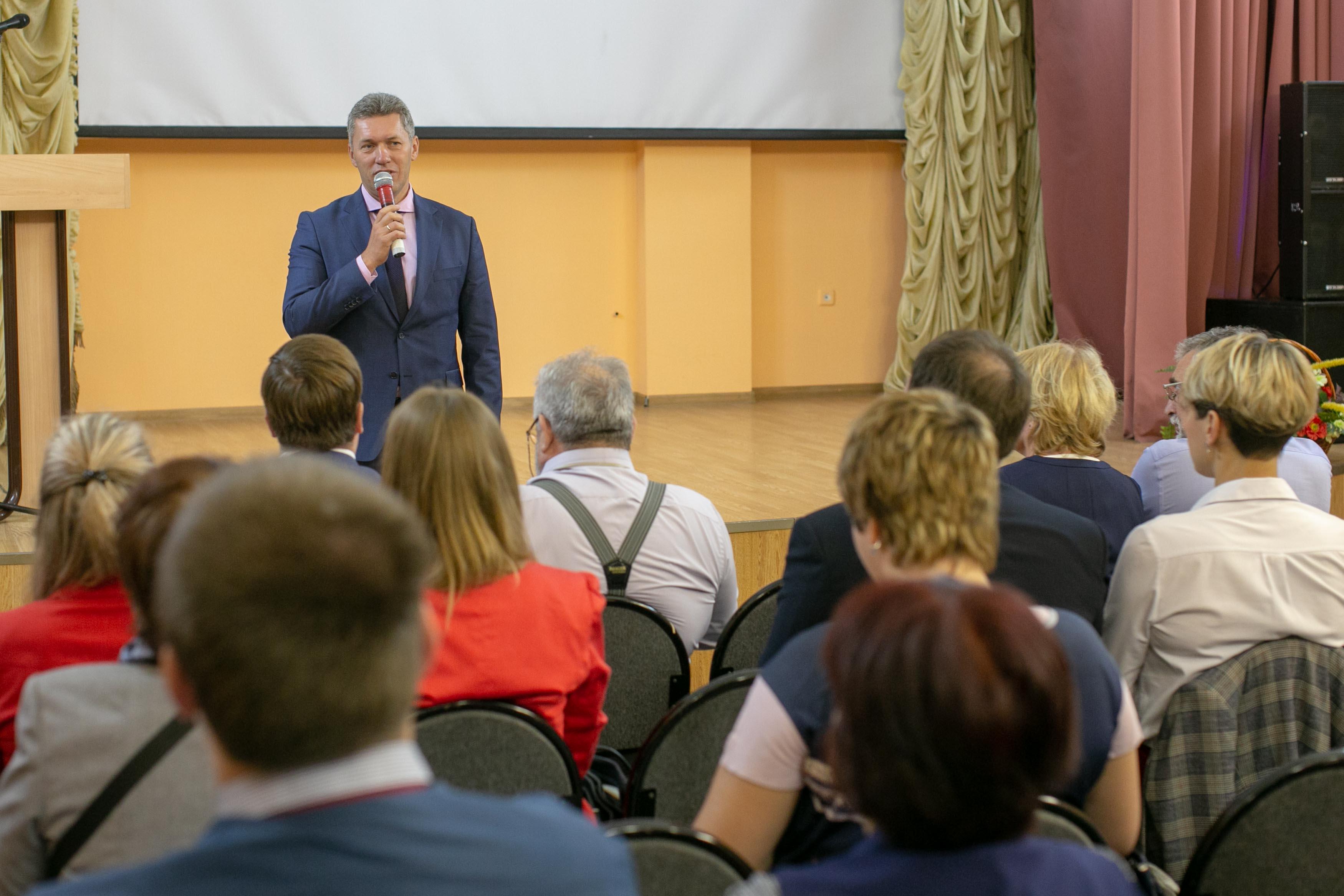 К участникам конференции обратился заместитель главы городского округа Подольск В.В.Чуб