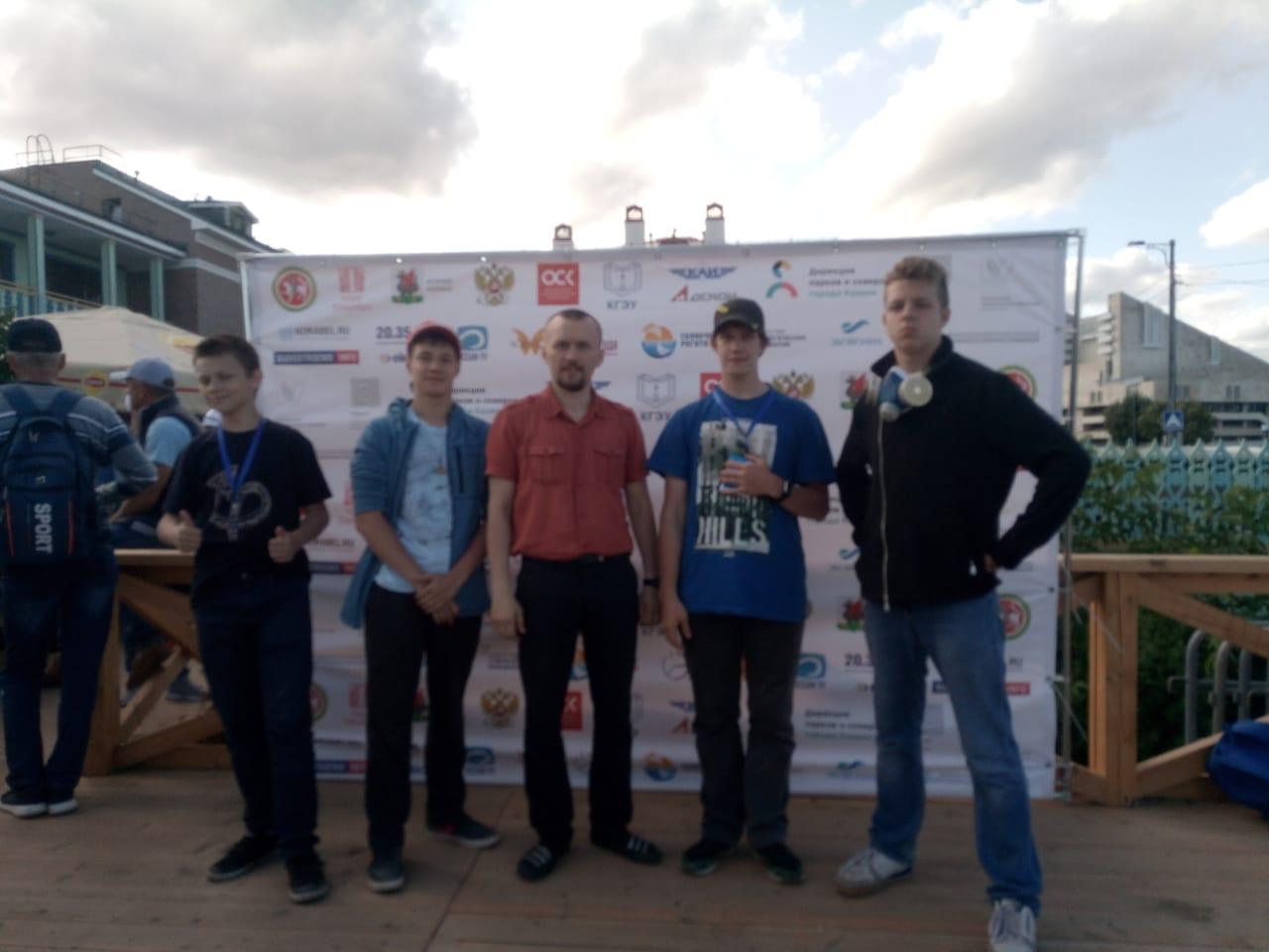 Сборная команда Подольска и ее руководитель Вадим Петрович Бельский.