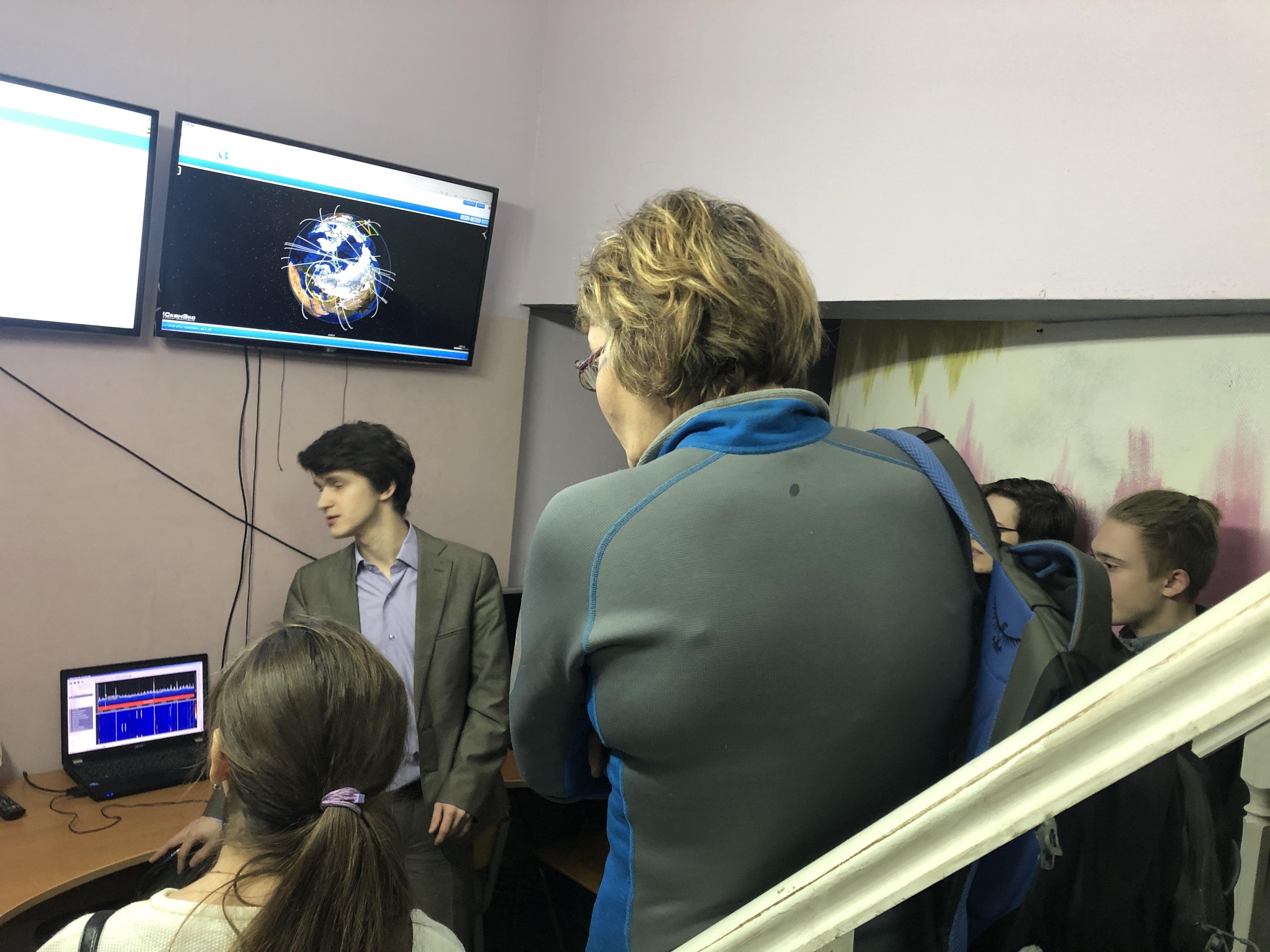 Знакомство гостей с Центром космического мониторинга