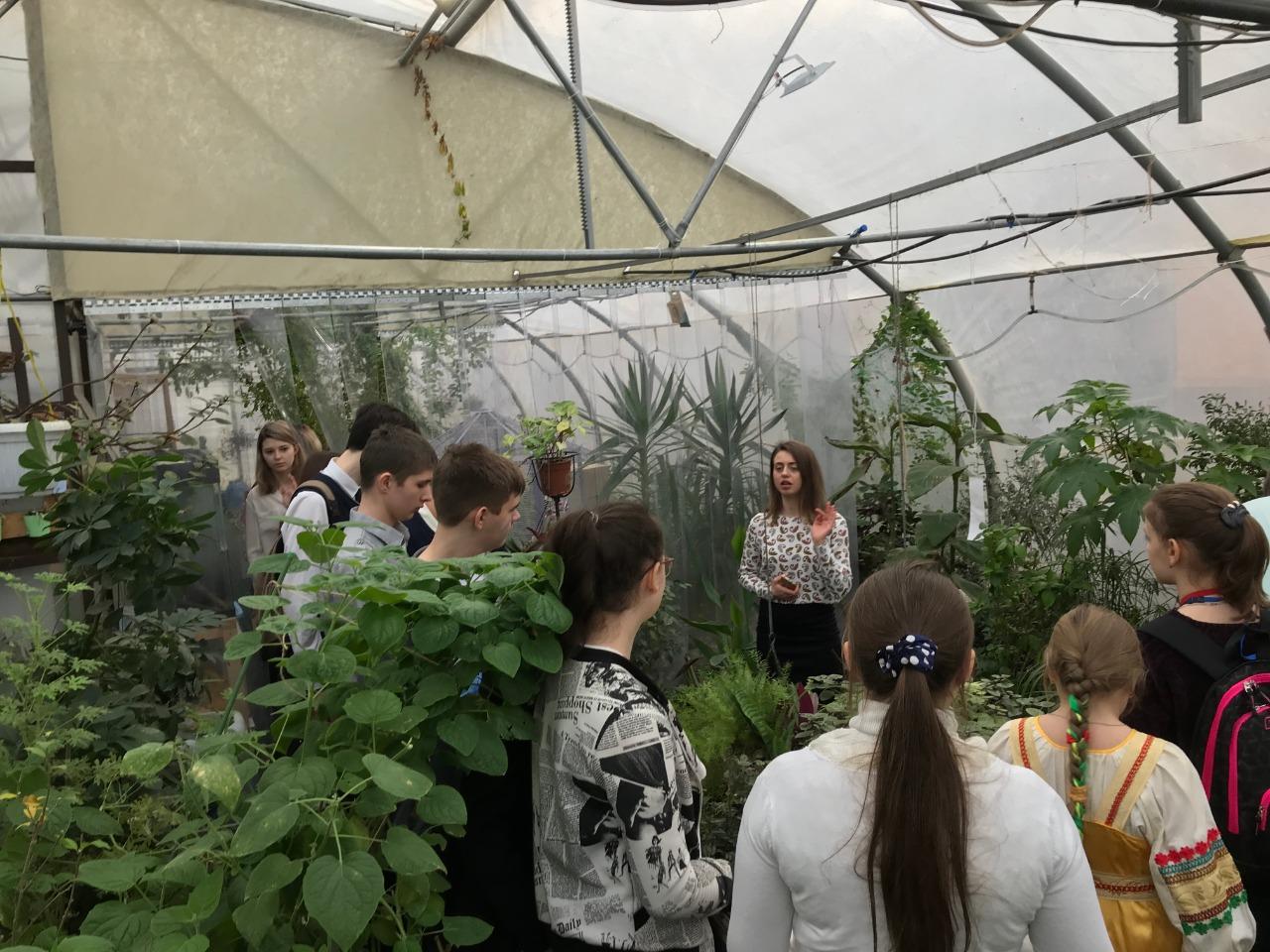 О биотехнологиях в школьной оранжерее рассказывает Юлия Константиновна Удовик