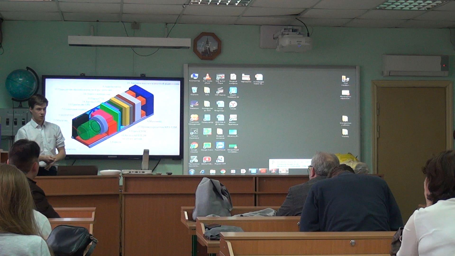 О конструкции школьного космического телемкопа рассказывает Илья Атрошенко