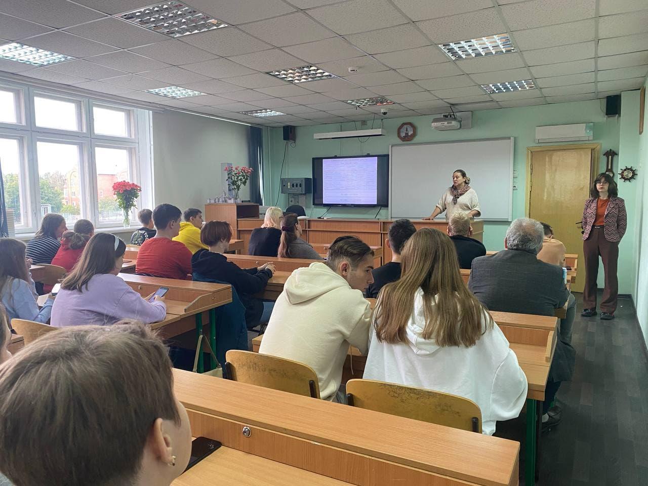 Валентина Васильевна объясняет преимущества волонтёрства.